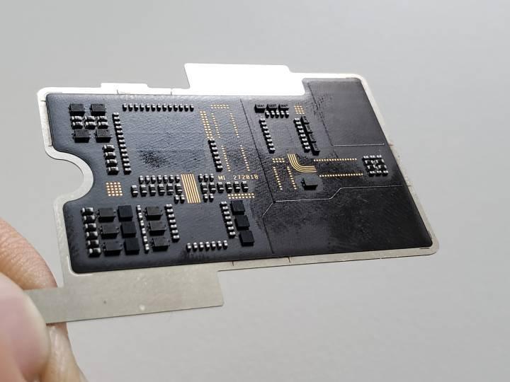 Xiaomi Mi 8 Explorer aslında şeffaf değilmiş!