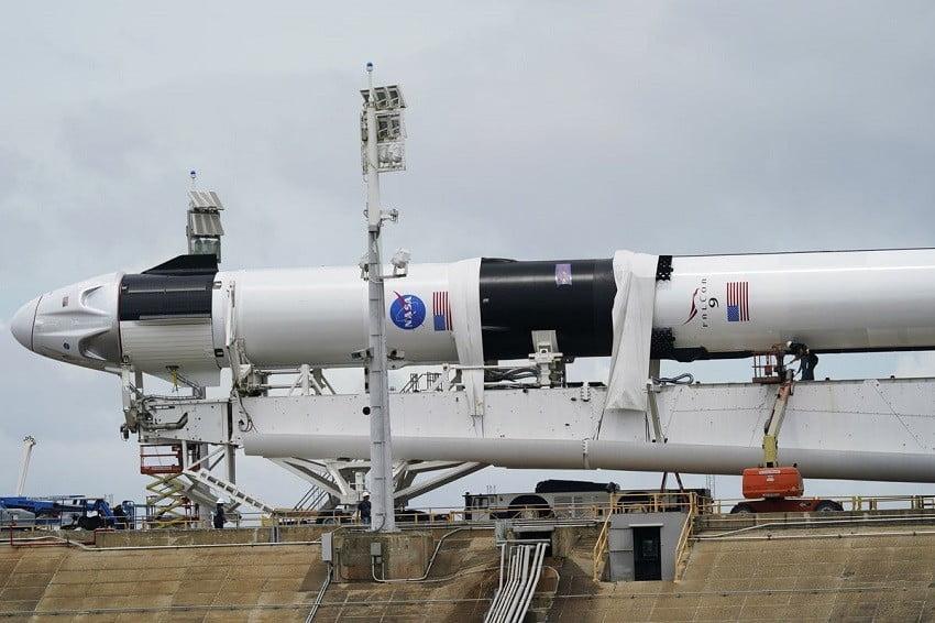 SpaceX İnsanlı Fırlatmayı Başarıyla Gerçekleştirdi